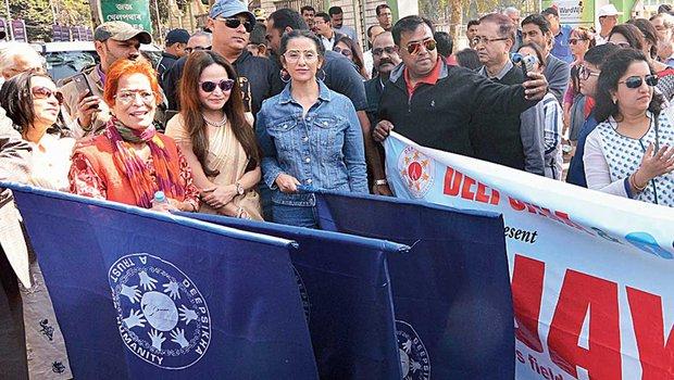 Manisha Koirala leads walk against tobacco and cancer in Assam
