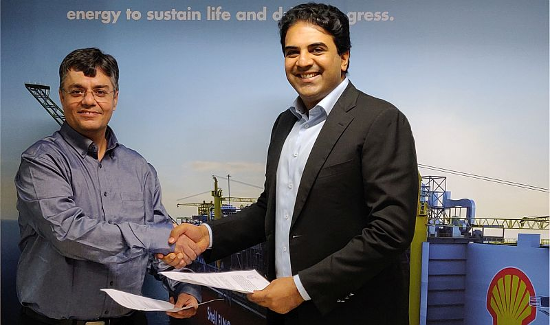 Ashwani Dudeja, Country Head, Shell Energy India (L) with Siddharth Jain, Director, INOX Group (R)
