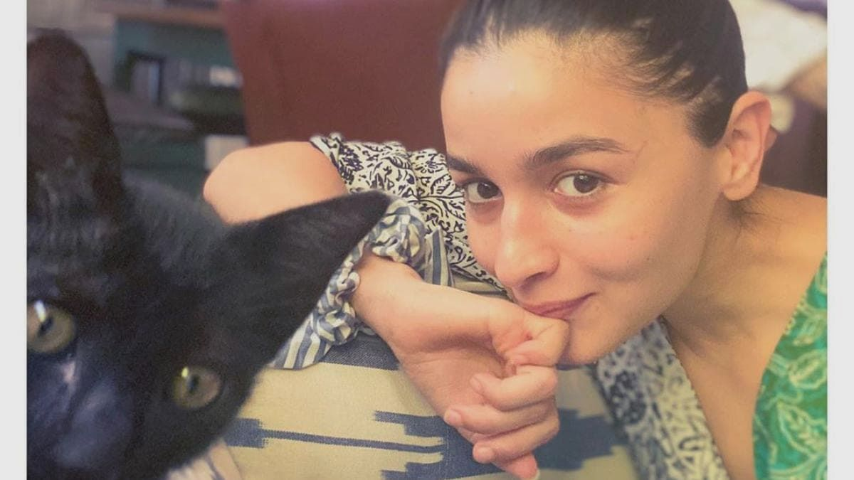 Alia Bhatt and cat Juniper