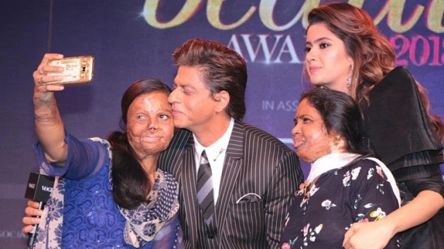 Shahrukh Khan meets acid attack survivors who sought help from Meer Foundation