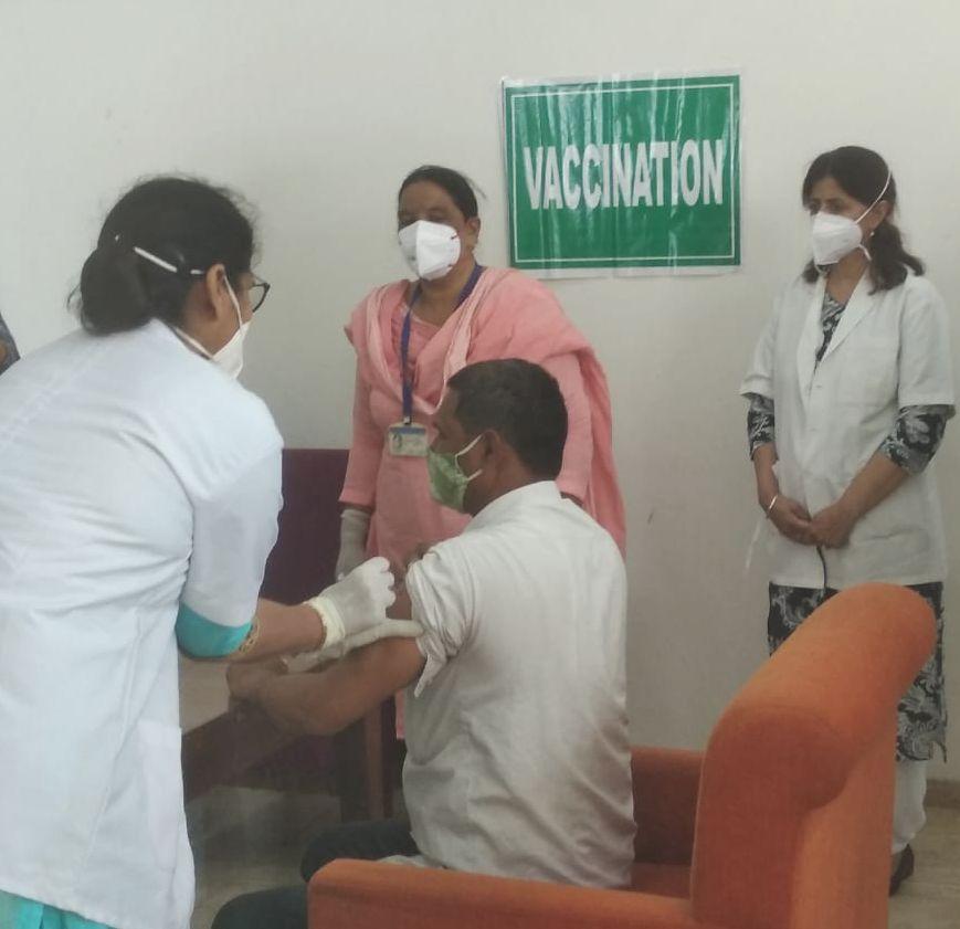 Omaxe Royal vaccination drive
