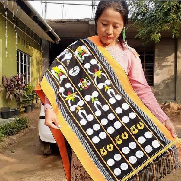 Vekuvolu Dozo, a loin handloom weaver from Nagaland