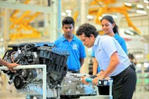 Sachin Tendulkar with Anna University Students at BMW Group Plant Chennai