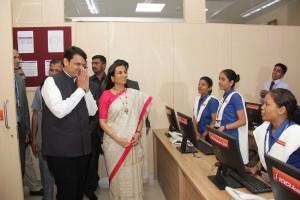 Hon'ble CM of Maharashtra, Shri Devendra Fadnavis & Ms. Chanda Kochhar, MD & CEO, ICICI Bank interacting with the students of ICICI Academy for Skills at the Mumbai centre