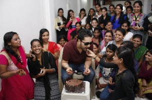 Mika Singh celebrates Independence Day with underprivileged kids of Divine Touch NGO